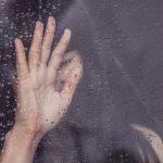 От печали до радости: типы биполярного расстройства, почему женщины страдают чаще и как могут помочь родные